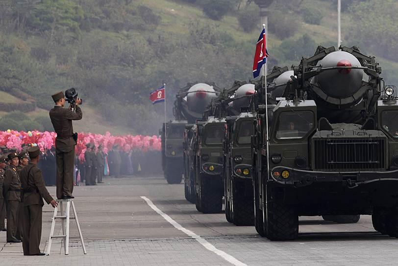 Однако в феврале 2014 года представители КНДР и Южной Кореи впервые за семь лет провели переговоры на высоком уровне. На встрече в пограничном пункте Пханмунчжон обсуждались детали плана по воссоединению семей, разделенных Корейской войной, и двусторонние отношения, ухудшившиеся из-за планов Сеула участвовать в военных учениях США