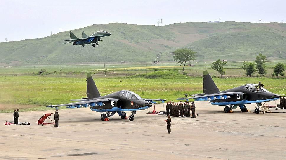 «Нодон Синмун», 26 апреля 2013 года: «Вся мощь нашей армии достигла максимума под руководством Ким Чон Ына. Блестящий сонгунский военачальник, он приведет к победе в нынешней острейшей конфронтации с США, ядерной конфронтации XXI века. Ответим безжалостным ядерным ударом на ядерный шантаж США и полномасштабной войной на агрессию США! Это неизменная позиция нашей партии»