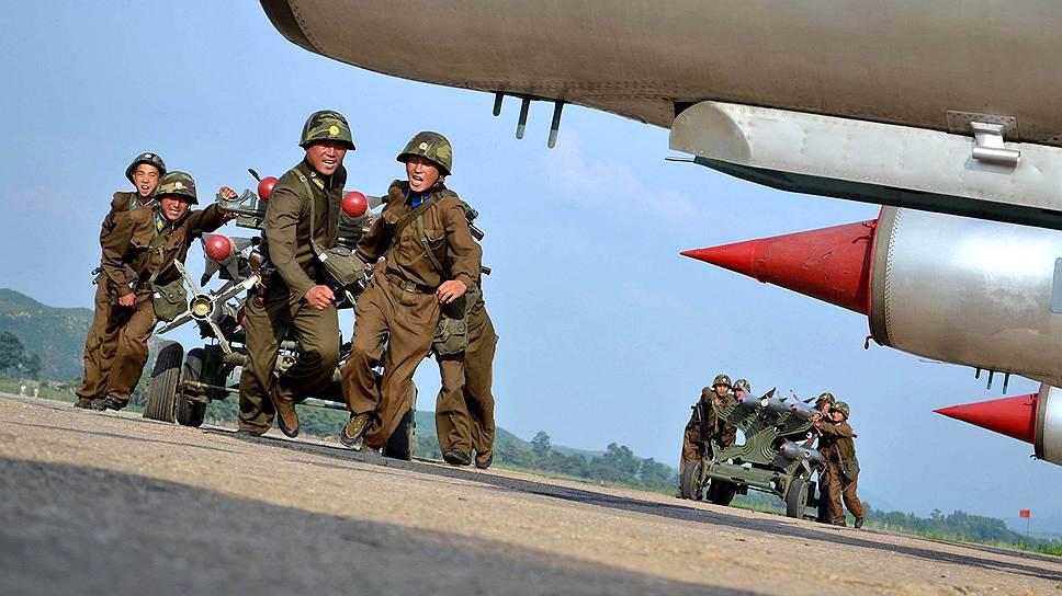 Баллистические ракеты «Мусудан» были поставлены на стартовые площадки в начале апреля. Пхеньян, раздосадованный введением против него новых санкций, а также масштабными учениями США и Южной Кореи, грозил нанести удар по американским базам в регионе, Южной Корее и Японии. Считается, что «Мусудан», дальность полета которых, по оценкам западных спецслужб, достигает 4 тыс. км, могут поразить цели на островах Окинава и Гуам, где имеются крупные военные базы США. Помимо угрозы ракетного запуска Пхеньян в апреле объявил о выходе из соглашения о прекращении огня с Сеулом, а эксперты заговорили о вероятной войне на Корейском полуострове