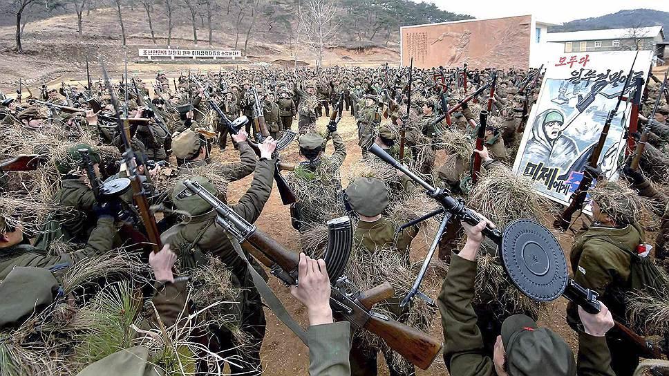 В октябре 2013 года власти Северной Кореи отвергли предложение подписать договор о ненападении с США, пригрозив «ударами возмездия» и «решающей схваткой с Америкой». Новый выпад Пхеньяна был сделан в ответ на прошедшие у южного побережья Корейского полуострова военно-морские маневры США, Южной Кореи и Японии, в которых принял участие атомный авианосец George Washington. Кроме того, Пхеньян провел собственные учения ВМС, за ходом которых наблюдал северокорейский лидер Ким Чон Ын