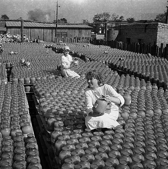 3 млрд руб. потратил СССР в конце 1920-х — начале 1930-х годов на переоснащение старых и создание новых производств. Однако отдача от этих колоссальных вложений не оправдывала ожиданий советского руководства. Дело было не только в дефиците квалифицированных специалистов, но и в низкой производительности труда на предприятиях
