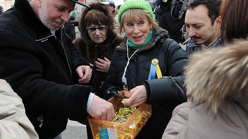 Участники «Марша мира» на проспекте Сахарова в Москве