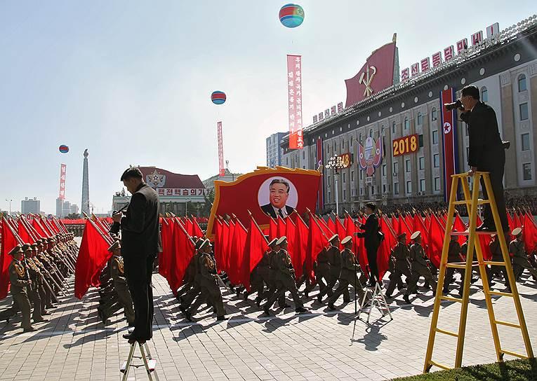 В 2010 году Россия присоединилась к санкциям Совбеза ООН, принятым в ответ на проведение Пхеньяном ракетно-ядерных испытаний - президент РФ Дмитрий Медведев запретил всем госструктурам, юридическим и физлицам РФ приобретать в КНДР все виды оружия