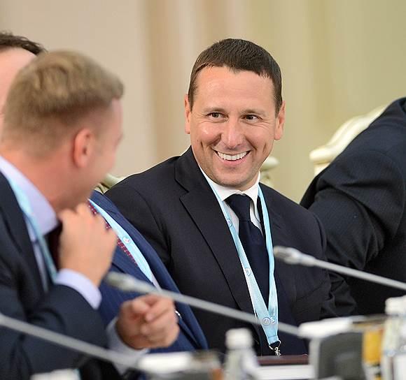 Начальник управления президента РФ по социально-экономическому сотрудничеству с государствами СНГ, Абхазией и Южной Осетией Олег Говорун (справа)