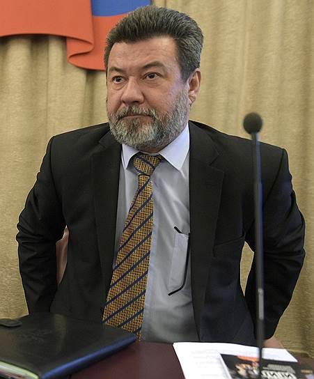 Начальник главного управления по борьбе с экстремизмом МВД Тимур Валиулин (справа)