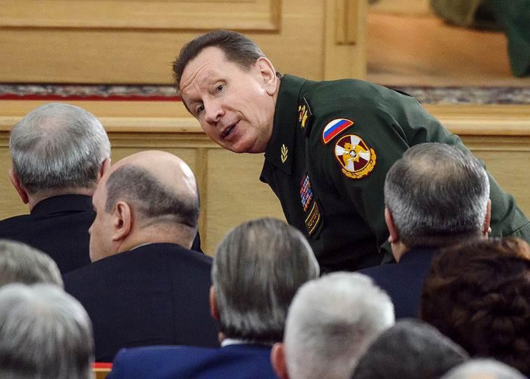 Главнокомандующий Нацгвардии России Виктор Золотов (в центре)