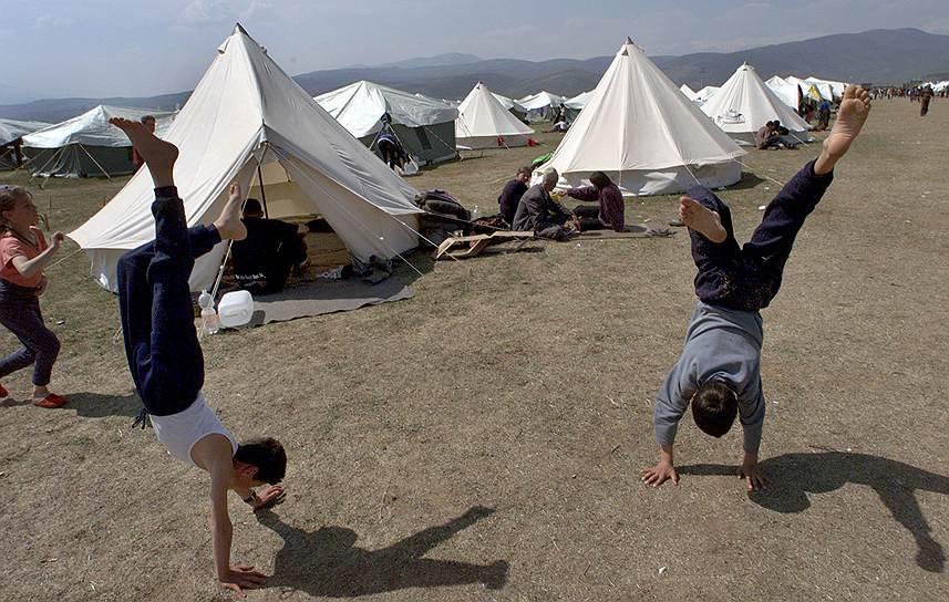 Спустя год после начала бомбардировки Югославии было объявлено, что громкая история о «злодейском убийстве в упор» сербским спецназом 45 мирных албанцев в косовском селе Рачек, которая использовалась как один из предлогов для начала войны НАТО против Югославии, не находит подтверждений у специалистов—патологоанатомов. И тем не менее руководство НАТО тогда заявило, что «раскаяния не испытывает», так как бомбардировки предотвратили гуманитарную катастрофу