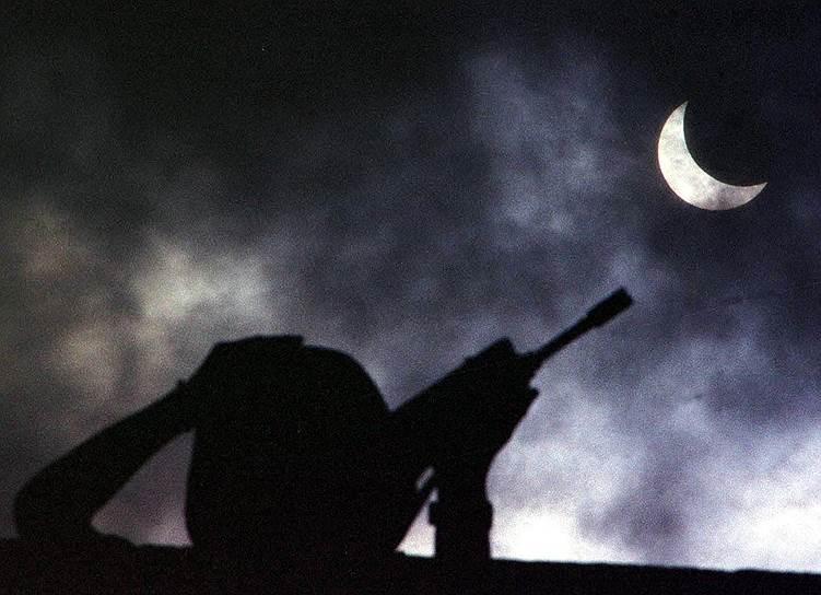 В ходе военной операции, которая длилась 11 недель войска НАТО нанесли в общей сложности 2,3 тыс. авиаудара по 995 объектам, задействовали 1150 боевых самолетов, израсходовали около 420 тыс. боеприпасов, в том числе 20 тыс. тяжелых авиабомб, 1,3 тыс. крылатых ракет, 37 тыс. бомб, многие из которых были начинены обедненным ураном. Жертвами бомбардировок стали более 2 тыс. мирных граждан (преимущественно на территории Косово и Метохии) и 1 тыс. военнослужащих, более 5 тыс. человек получили ранения, пропали без вести более тысячи человек