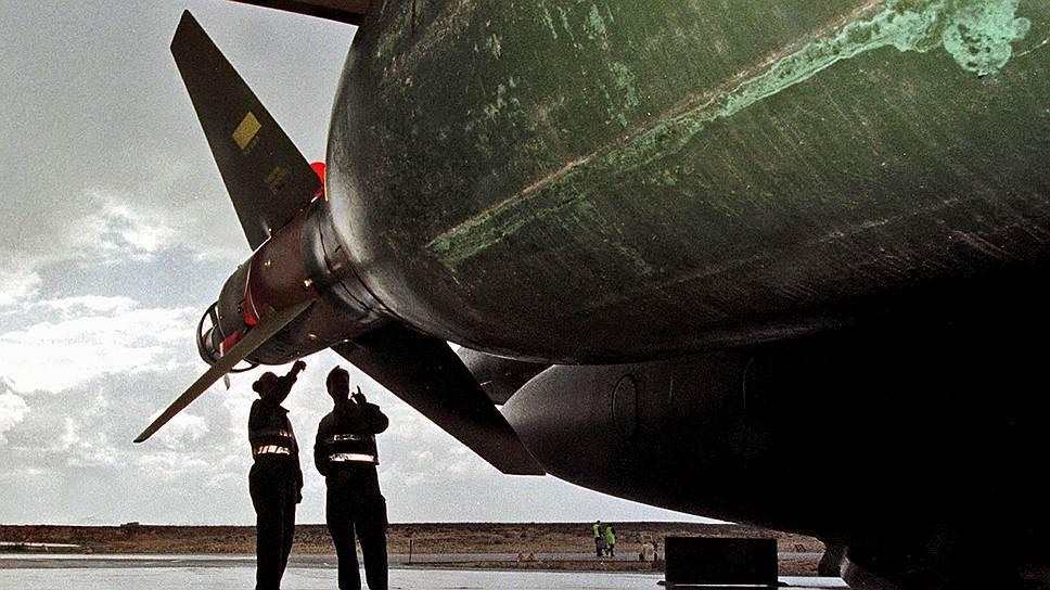 Всего в операции НАТО принимали участие 13 стран, предоставивших авиацию, среди них Франция, Германия, Италия, Норвегия, Португалия, Испания, Турция, Великобритания (на фото британский истребитель-бомбардировщик «Харриер») и США. При этом последние провели около 75% всех операций сил альянса, в том числе и операцию под названием «Благородная наковальня» (Noble Anvil) или «Милосердный ангел», которая получила наибольшую известность