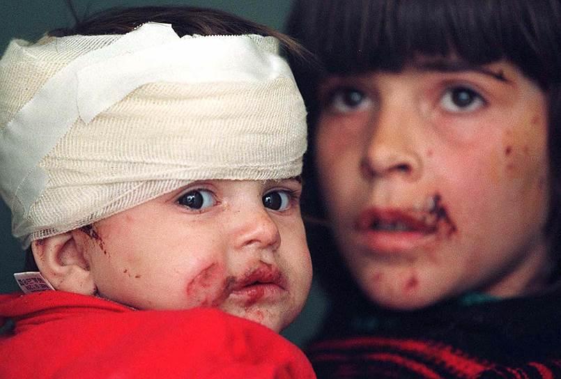 Первым — сразу же после ударов НАТО по Югославии — поддержку Милошевичу выразил Багдад. «Югославский президент Слободан Милошевич следует стратегии Саддама Хусейна по противостоянию Соединенным Штатам»,— с гордостью написала официальная иракская газета «Аль-Таура»