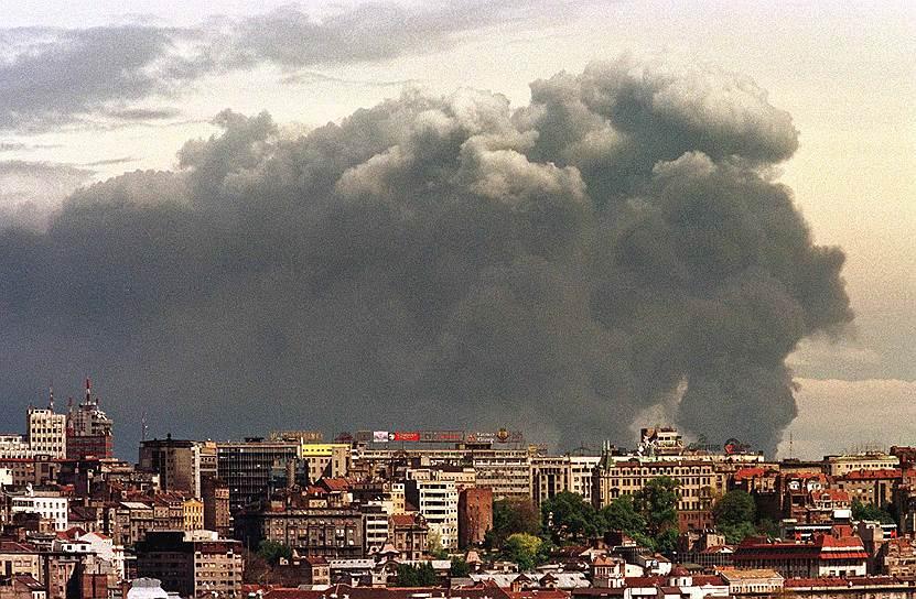 23 сентября 1998 года Совет Безопасности ООН одобрил резолюцию №1199, предполагавшую прекращение военных действий в Косово и старт переговоров между представителями властей СРЮ и руководства косовских албанцев. Переговоры, проходившие в феврале-марте 1999 года в Рамбуйе и Париже (Франция) были остановлены 19 марта, после того, как президент СРЮ Слободан Милошевич отказался подписать военные приложения к договору об урегулировании кризиса