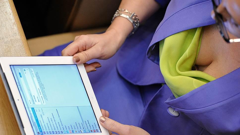Заместитель председателя комитета Государственной думы России по охране здоровья Эльмира Глубоковская на пленарном думском заседании