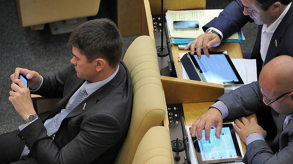 Депутаты во время заседания Государственной думы