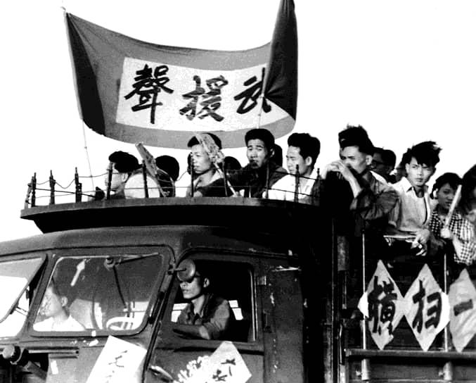 «Бунтарями» была уничтожена значительная часть культурного наследия китайского и других народов КНР: тысячи древнекитайских исторических памятников, книг, картин, храмов, монастыри и храмы в Тибете, сохранившиеся к началу «культурной революции»