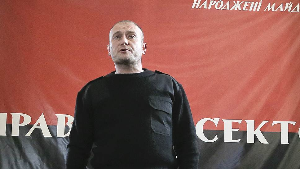 Дмитрий Ярош — 42 года, член партии «Правый сектор», самовыдвиженец. Лидер организации «Правый сектор» с 2013 года, лидер праворадикальной Всеукраинской организации «Тризуб» имени Степана Бандеры