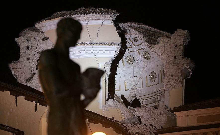 2009 год. Мощное землетрясение в пяти километрах от центра города Л'Акуилы, расположенного в 95 км северо-восточнее Рима (Италия). В результате серии подземных толчков погибли около 300 человек, пострадали более 1500 человек