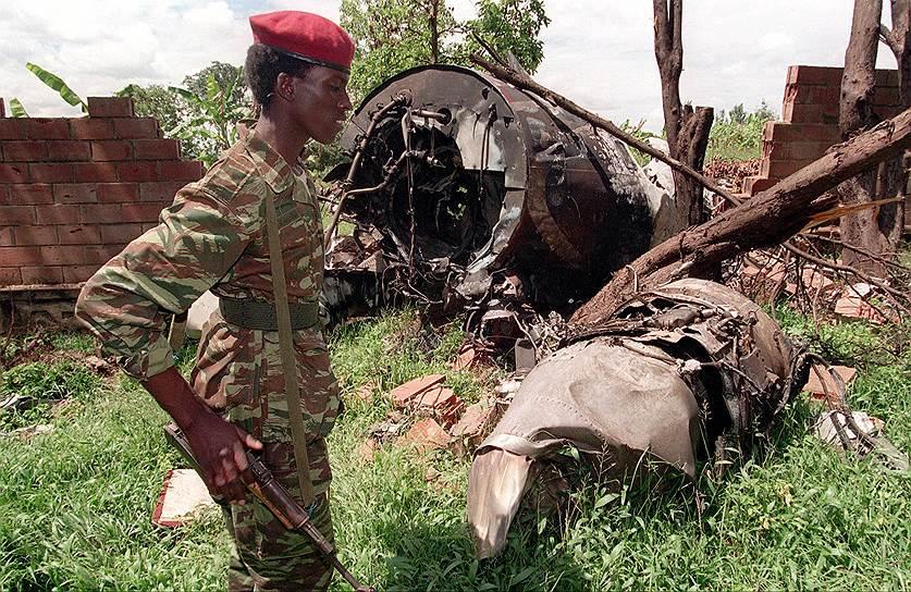 1994 год. Самолет Dassault Falcon 50 правительства Руанды был сбит ракетой. Погибли все десять человек на борту, в том числе президенты Руанды и Бурунди, только что подписавшие мирный договор
