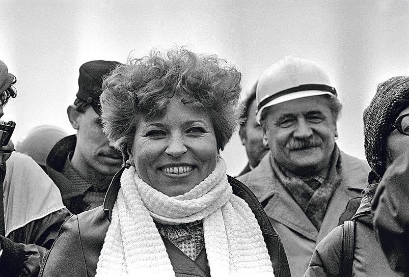 Валентина Матвиенко (девичья фамилия Тютина) родилась 7 апреля 1949 года в городе Шепетовка, Хмельницкой области. С 1972 года она проделала стремительный путь по партийной линии от рядового члена коммунистической партии до первого секретаря райкома города Ленинграда