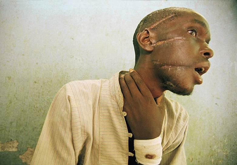 Покончив с «предателями» из числа соплеменников, экстремисты-хуту приступили к «окончательному решению» национального вопроса. Резня была не спонтанной. По национальному радио объявлялся сбор отрядов милиции. Мэры выдавали им заранее подготовленные списки, и тутси планомерно вырезались. В бойне принимала участие вся страна