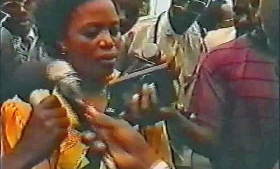 В конфликт оказались вовлечены не только простые жители. В считанные дни были вырезаны все умеренные политики-хуту, не принадлежавшие к президентскому клану. Премьер-министру Агате Увилингиямане (на фото), находившейся на пятом месяце беременности, солдаты вспороли живот. Были убиты также пять министров и председатель конституционного суда