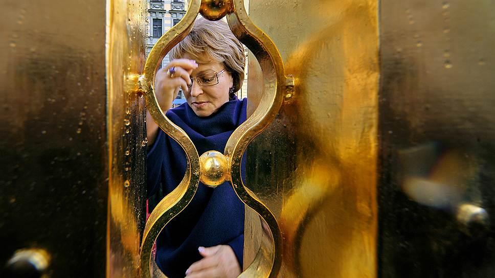 Среди признанных заслуг Валентины Матвиенко — увеличение петербургского бюджета, завершение строительства кольцевой автодороги и активизация строительных работ по возведению дамбы, которая должна уберечь Петербург от наводнений