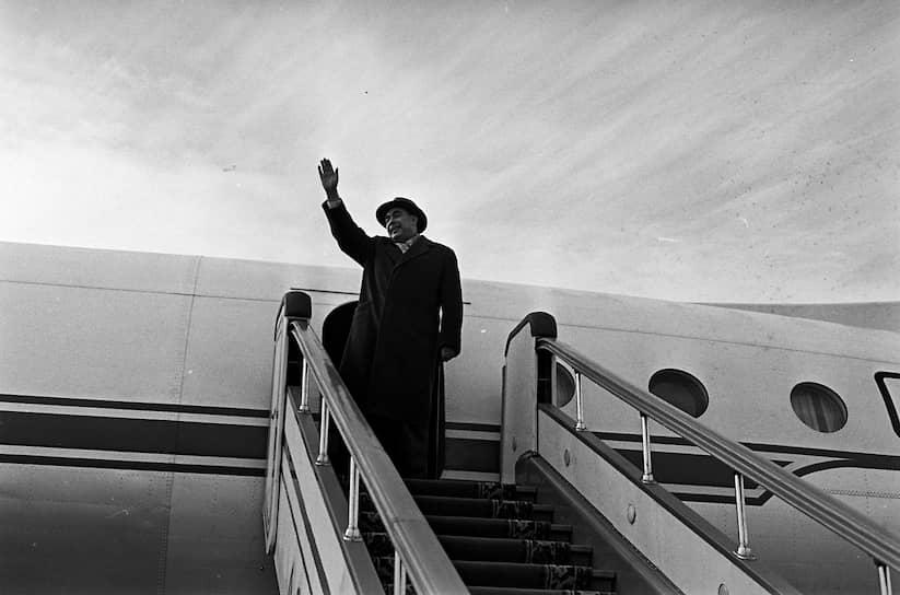 На фоне обострения отношений с США Брежнев старался наладить контакты с ФРГ, куда поехал с официальным визитом  в мае 1973 года. С немецким канцлером Вилли Брандтом они обсуждали тему о нерушимости границ в Европе. Был подписан соответствующий договор между СССР и ФРГ. 1 августа 1975 года были подписаны Хельсинкские соглашения, подтвердившие нерушимость границ в Европе