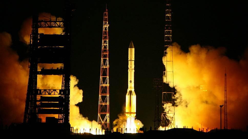 В августе 2012 года два новейших спутника связи - «Экспресс-МД2» и «Телком-3» — были потеряны в результате неудачного старта ракеты «Протон-М», которая не смогла вывести их на орбиту. В Роскосмосе признали, что теперь аппараты неуправляемы и, по сути, превратились в космический мусор. Ущерб, нанесенный аварией, составил порядка 6 млрд рублей. Причиной аварии, как предполагается, стал сгиб магистрального кабеля подачи топлива