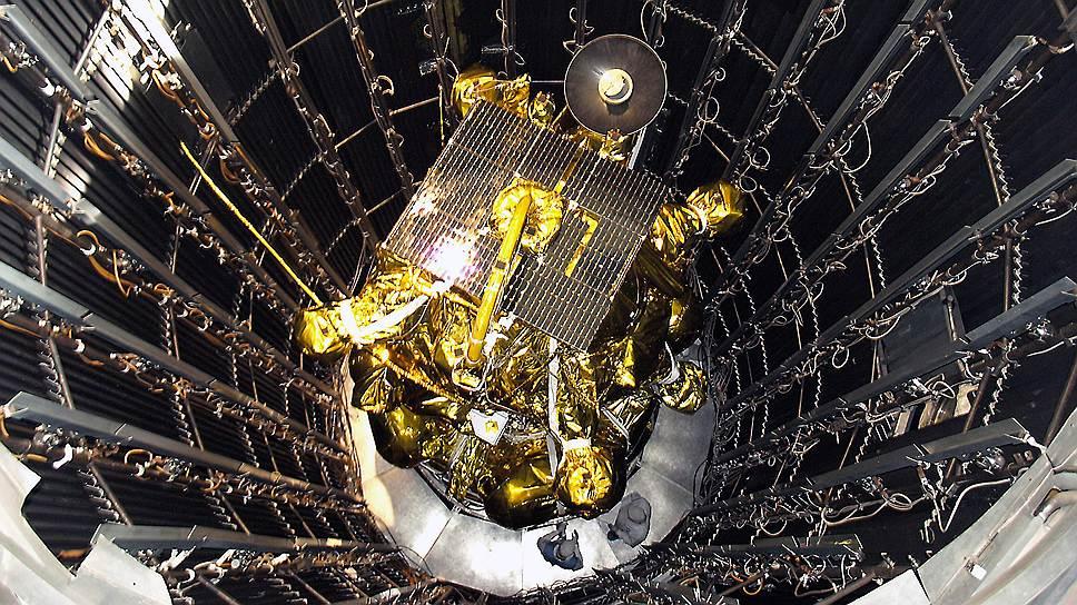 9 ноября 2011 года произошла авария с автоматической межпланетной станцией «Фобос-Грунт, предназначавшейся для исследования спутника Марса. После отделения от ракеты-носителя «Зенит-2ФГ» у аппарата не включились двигатели, и он завис на орбите. В середине января 2011 года обломки станции упали в Тихий океан, а 1250 км от чилийского острова Веллингтон. Причиной аварии было названо воздействие на оборудование станции тяжелых заряженных частиц