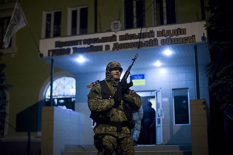 И.о. президента Украины Александр Турчинов заявил, что гарантирует освобождение от наказания тем, кто не стрелял в украинских правоохранителей и до утра понедельника, 14 апреля, сложит оружие и освободит захваченные на востоке страны административные здания
