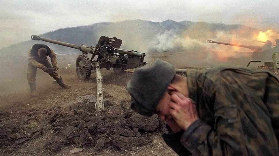 29 февраля — 1 марта 2000 года развернулся бой у высоты 776, который явился определяющим в дальнейших действиях боевиков. 90 десантников 6-й роты 104-го парашютно-десантного полка Псковской дивизии ВДВ, не имея из-за плохой погоды авиационной и артиллерийской поддержки, в течение суток сдерживали натиск более 2 тыс. боевиков.  Из роты уцелело лишь шестеро человек, однако им удавалось сдерживать боевиков и уничтожить 500 из них