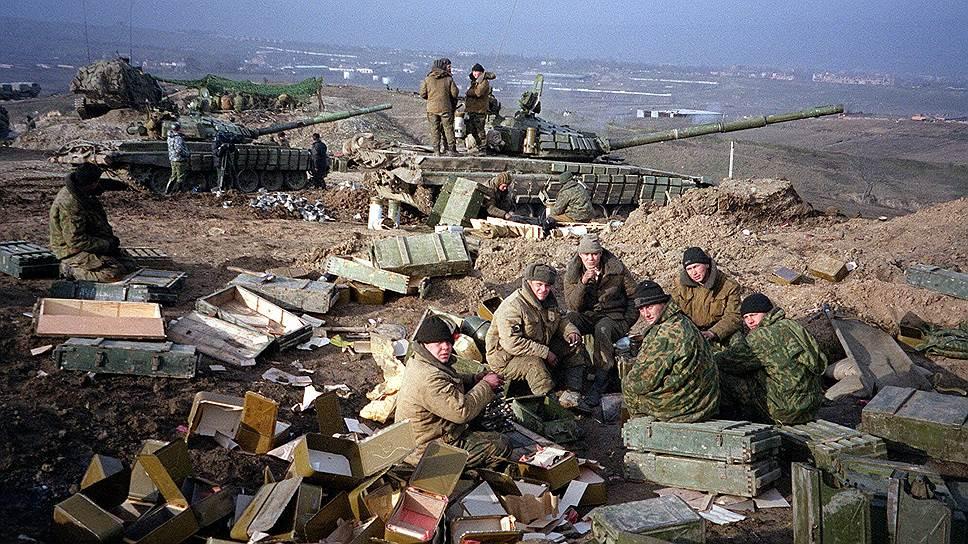 6 октября 1999 года Масхадов издал указ о введении военного положения на территории Чеченской республики. Кроме того, он предложил всем религиозным деятелям Чечни объявить России священную войну — газават