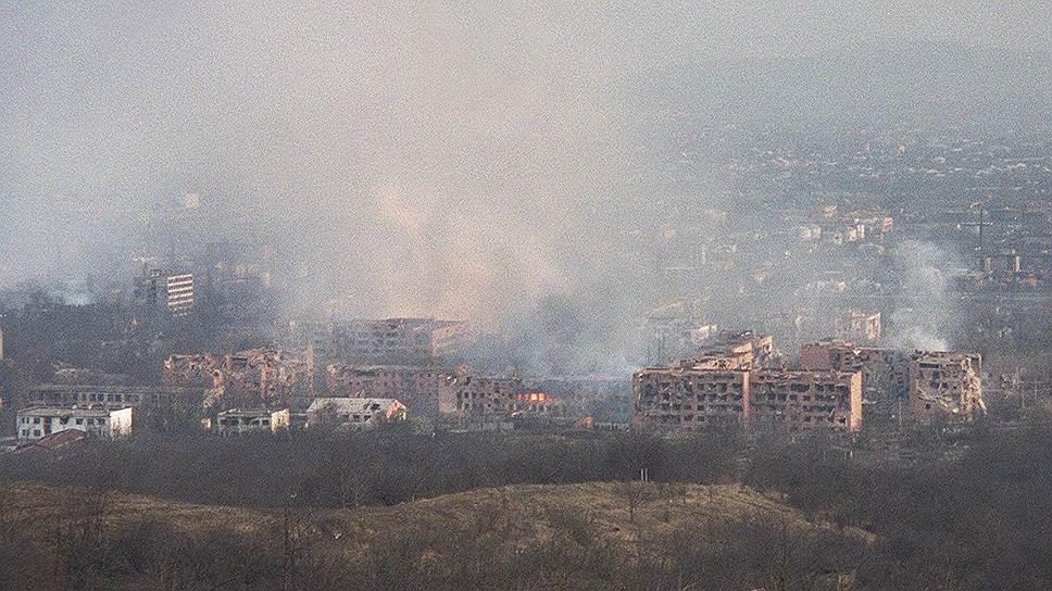 После этого боевики перешли к тактике терактов. Первая крупная акция совершена в Чечне 2 июля 2000 года: в результате сразу пяти автомобильных атак шахидов погибли 33 и ранены 84 милиционера. Террористы провели и ряд атак за пределами республики, самыми громкими из которых стали захваты заложников на мюзикле «Норд-Ост» 23-26 октября 2002 года в Москве и в школе №1 в Беслане 1-3 сентября 2004 года