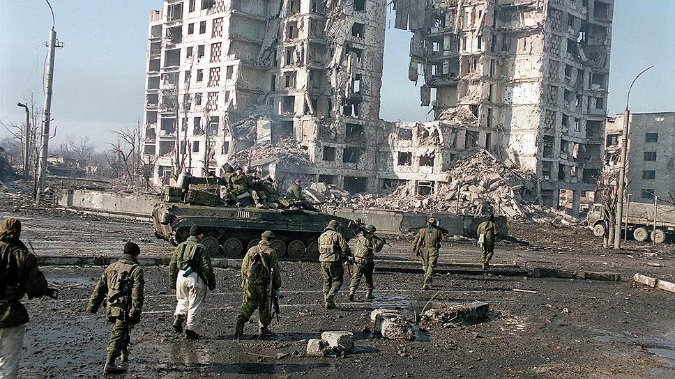 По официальным данным, к февралю 2001 года в ходе войны погибли около тысячи мирных жителей. Однако некоторые неправительственные организации заявляли о том, что число погибших могло достигать 25 тыс. человек