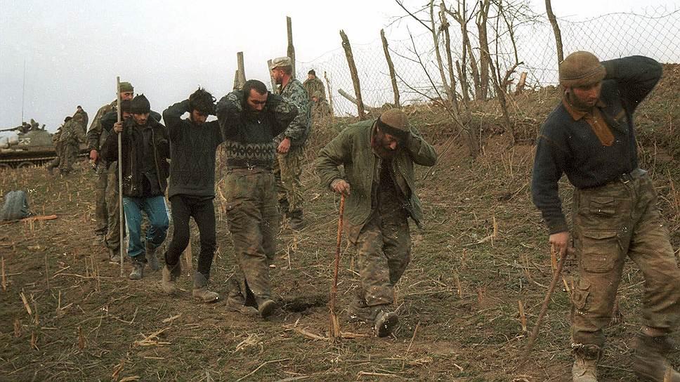 Судьбы 14 человек, входивших перед началом второй чеченской войны в руководство Чеченской Республики Ичкерия, сложились по-разному. Только трое из них погибли в боях с федералами, еще трое эмигрировали. Остальные восемь стали сотрудничать с федеральными властями. Среди них Ибрагим Хултыгов, Магомед Хамбиев и, конечно, Ахмат Кадыров