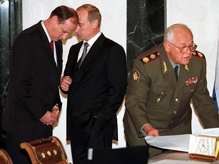 15 сентября министр обороны Игорь Сергеев (на фото справа) доложил премьер-министру Владимиру Путину об освобождении Дагестана