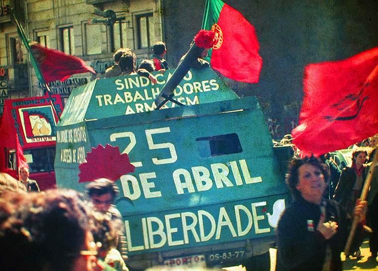 1974 год. Победа «Революции гвоздик». Свержение фашистского режима в Португалии