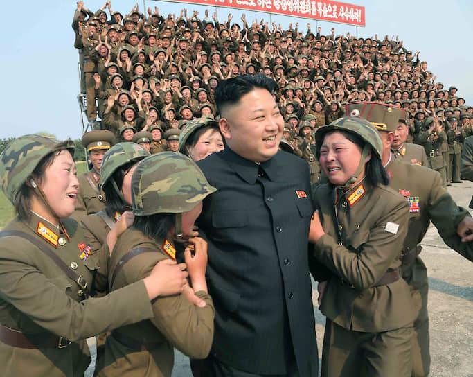 Апрель 2014. Ким Чен Ын во время военных учений