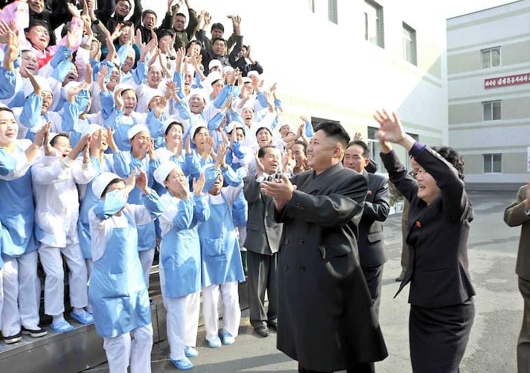Ноябрь 2013. Ким Чен Ын на продуктовой фабрике