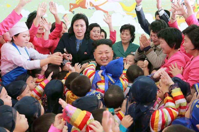 Январь 2015. Ким Чен Ын в одном из детских домов