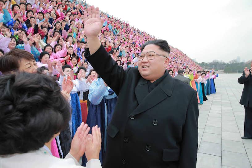 Ноябрь 2016. Ким Чен Ын  принял участие в съезде Корейского союза демократических женщин