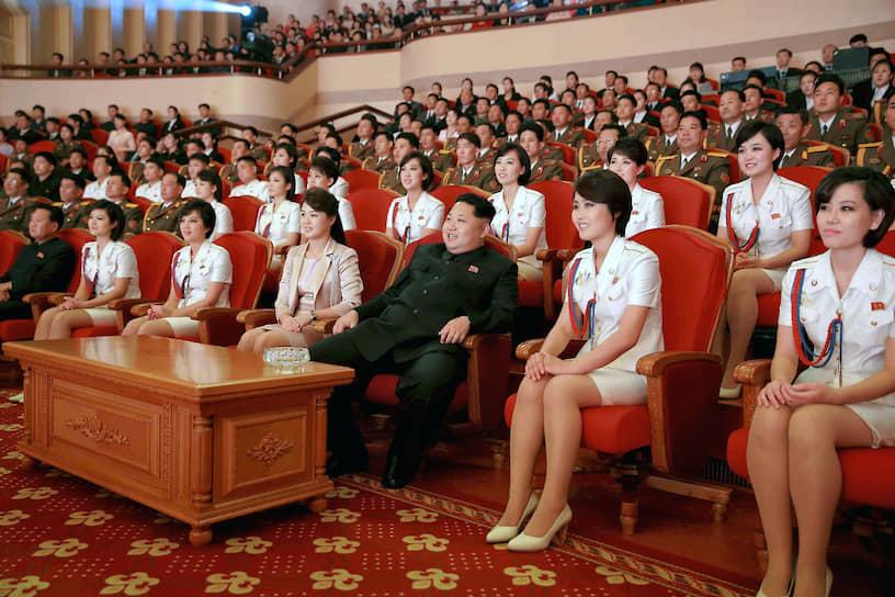 Октябрь 2014. Глава КНДР на концерте в честь 70-летия со дня основания Трудовой партии Кореи (ТПК)