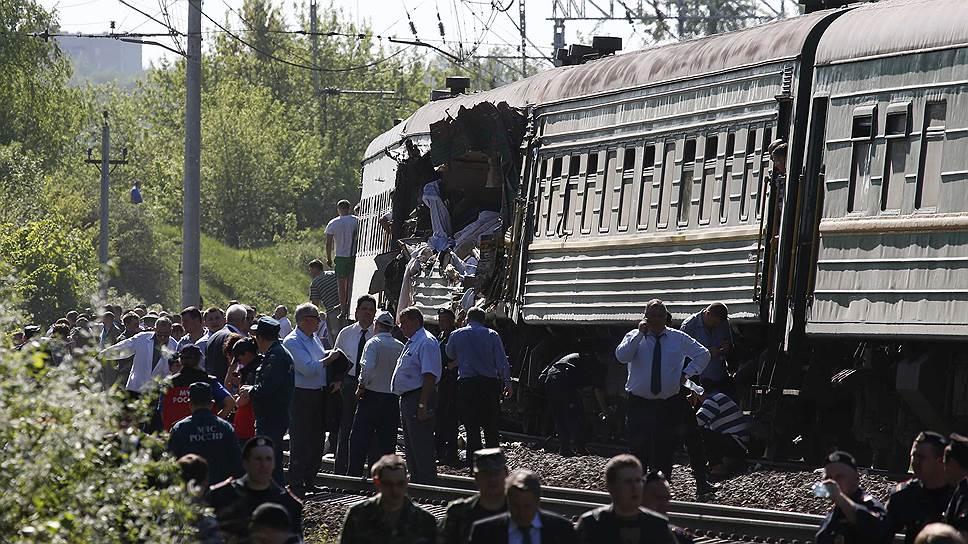 В 80 км от Москвы в Наро-Фоминском районе на перегоне Бекасово-Нара произошло столкновение грузового состава и пассажирского поезда Москва—Кишинев