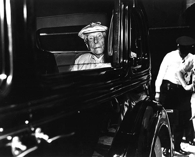 Ставший первым долларовым миллиардером в истории, Джон Рокфеллер жил с большим комфортом, но никогда не выставлял свое богатство напоказ. Предприниматель мечтал дожить до ста лет, но в 1937 году скончался от сердечного приступа, когда ему было 97