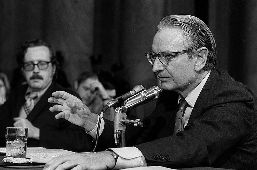 Четвертый сын Джона Рокфеллера-старшего Лоуренс (на фото) также сделал успешную карьеру: основал Американскую природоохранную ассоциацию, занимал в правительстве США должности, связанные с экологией, финансировал Исследовательский институт имени Хаффнера. В рейтинге миллиардеров по версии журнала Forbes Лоуренс Рокфеллер, доживший до 94 лет, входил в четвертую сотню