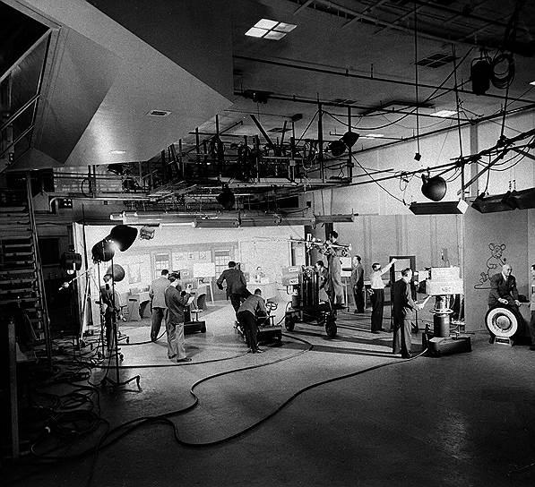 В строительство Рокфеллеровского центра, предназначенного для индустрии связи, Джон Дэвис Рокфеллер-младший вложил $125 млн долларов, огромную по тем временам сумму<br> На фото: одна из студий телеканала NBC, расположенного в здании Рокфеллеровского центра