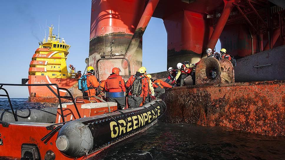 Как Greenpeace вновь штурмовал буровую платформу «Газпрома»