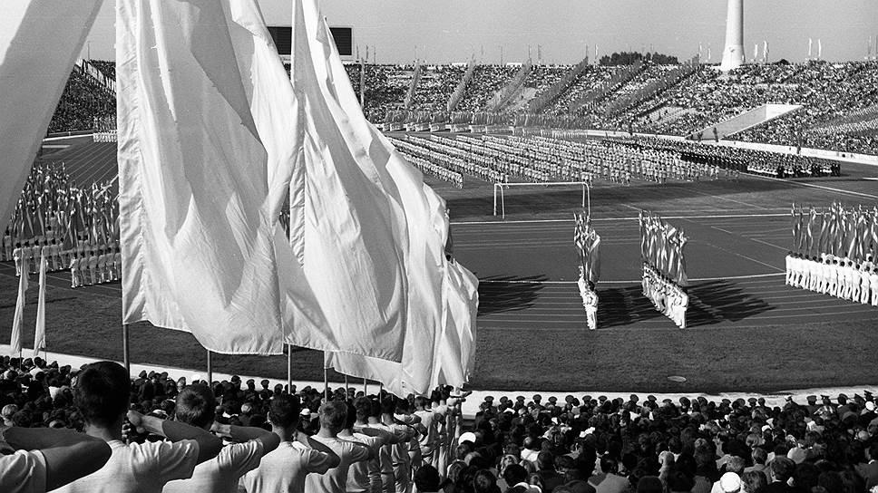 На строительство стадиона имени Кирова на Крестовском острове в Санкт-Петербурге, на месте которого теперь создают «Зенит-арену», ушло целых 18 лет. Его начали возводить еще в 1932 году по проекту архитекторов Никольского и Кашина, а открыли лишь в 1950 году