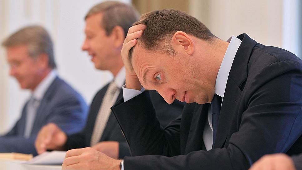 «Трансстрой» Олега Дерипаски стал генподрядчиком строительства «Зенит-арены» в 2008 году, сменив компанию «Авант». Подряд был выигран на аукционе — «Трансстрой» предложил скидку 30% со стартовой цены, что составило 13,022 млрд руб. Из-за постоянных изменений, вносимых в проект, и, как следствие, увеличения сметы и переноса сроков строительства для Олега Дерипаски этот контракт стал непрекращающейся головной болью. В ноябре 2013 года «Трансстрою» вновь пришлось участвовать в конкурсе на достройку стадиона, так как из-за очередного роста сметы в сентябре контракт между ним и заказчиком был расторгнут по соглашению сторон