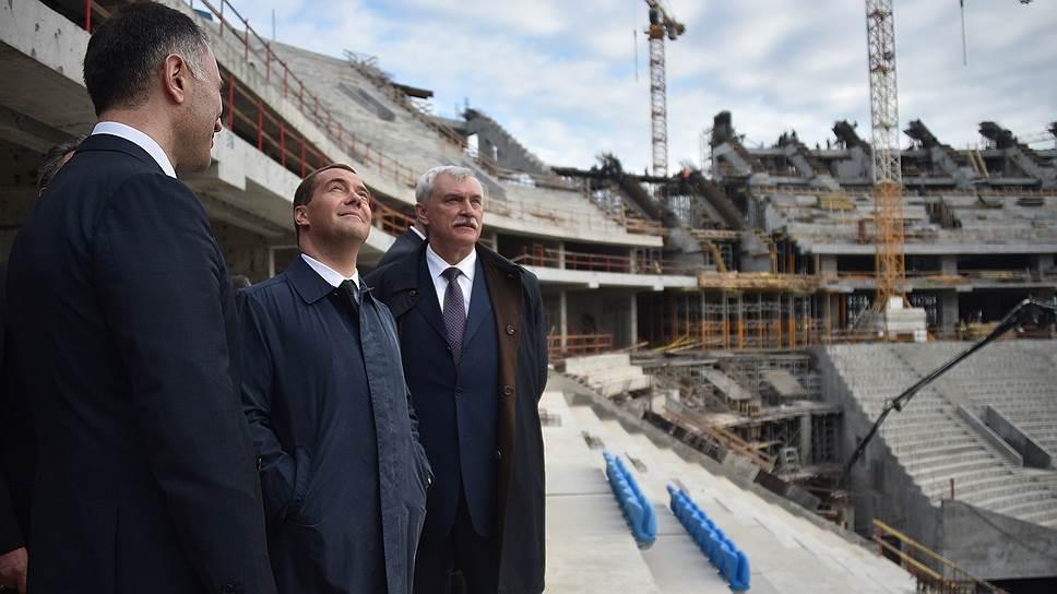 С того момента, как было решено, что «Зенит-арена» будет принимать матчи чемпионата мира по футболу 2018 года, этот проект стал отслеживаться на уровне правительства страны. Стройку на Крестовском острове не раз инспектировал Дмитрий Медведев как в статусе президента, так и будучи премьер-министром