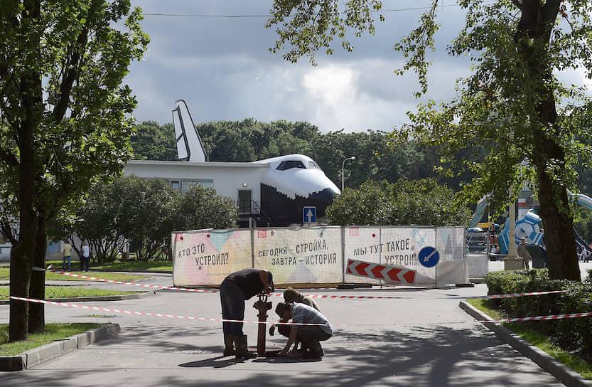 В июле 2014 года из Парка Горького на ВДНХ был вывезен макет космического корабля «Буран»